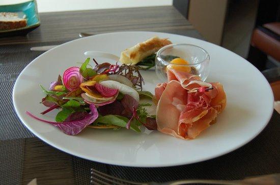 Restaurant Bar Beau Rivage : bonbon de langoustine et de melon fraîcheur de crudités jambon serrano