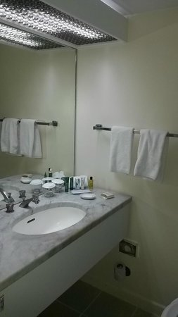 Hilton Nairobi: Bad condition bathroom