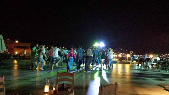 Royal Arena Resort & Spa: Turkish dancing of an evening