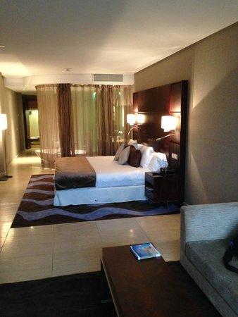 Hotel Miramar Barcelona: ultimo ricordo della valigia e camera con bagno integrato