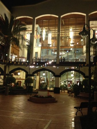 H10 Rubicón Palace: The back of the hotel at night