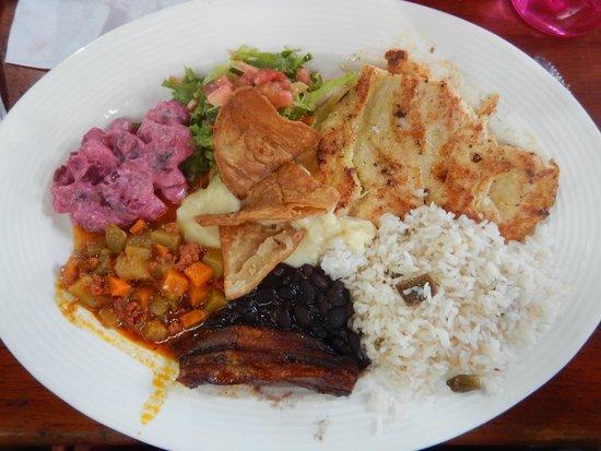 Soda Viquez: Casada con Pollo (Chicken) - delicious!