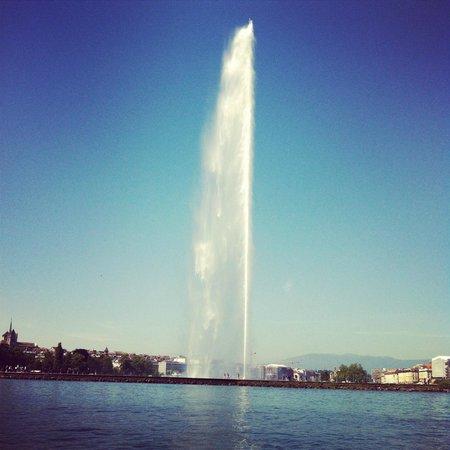Jet d'eau Genève (vue en plein lac)