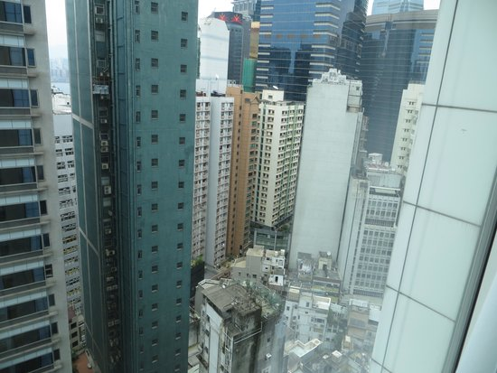 Holiday Inn Express HONG KONG SOHO : view is other high rises old and new