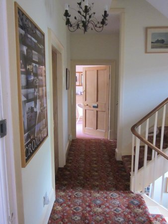 Sydney House Bed and Breakfast: Upstairs landing and Sutor Room