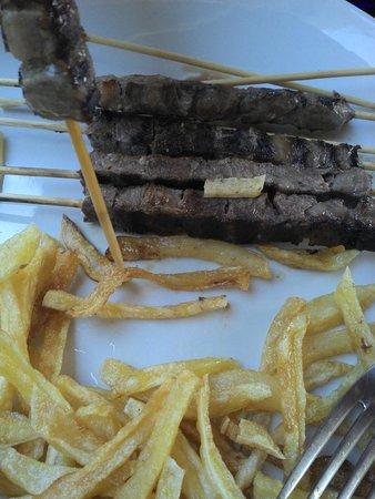 Mister Steak: arrosticini di black angus con patatine fritte fresche