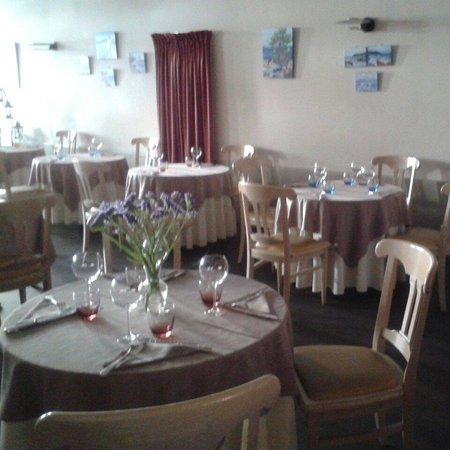 Le Moulin De Mykonos : Tables..espacées respectant votre intimité
