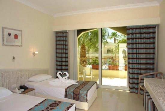 Club Hotel Aqua Fun: renovated room