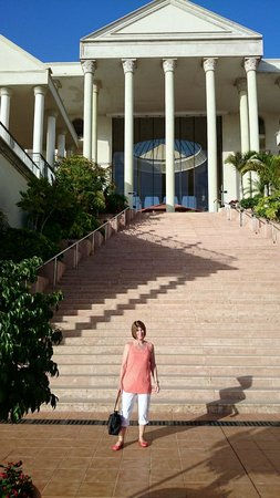 Bahia Princess Hotel : Steps to foyer