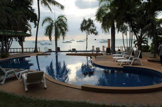 Samui Mermaid Resort: вид с номера делюкс на 1 линии