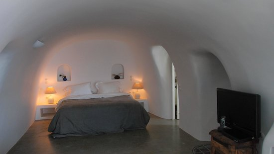 Pezoules: Inside Ligaria Room
