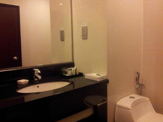 Imperial Palace Hotel: Bathroom