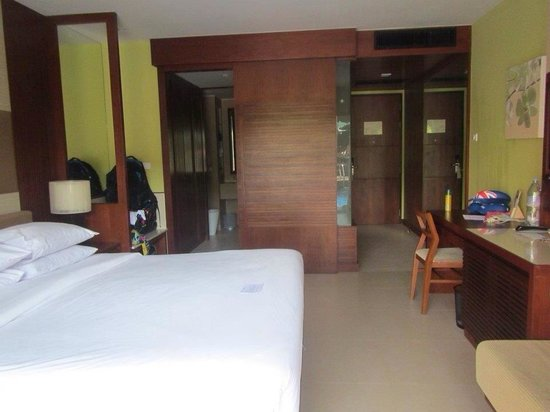 Patong Merlin Hotel: our Pool Access Room