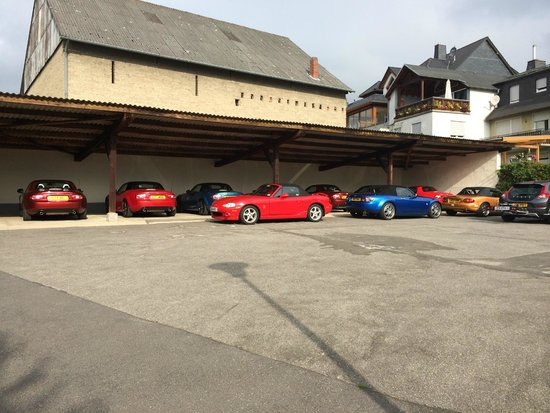 Gasthaus Weingut Stahl: Dedicated MX5 parking