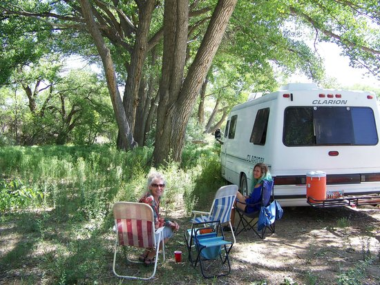 Aztec Ruins National Monument: CAMPING ON THE ANIMAS RIVER, RUINS RD RV PARK