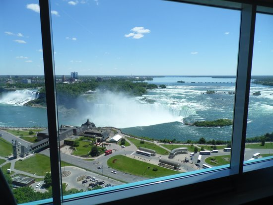 Niagara Falls Marriott Fallsview Hotel & Spa: Proof of view from my window - with window panes.