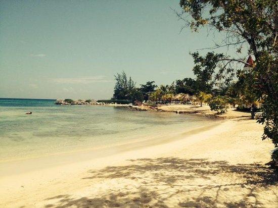 Luxury Bahia Principe Runaway Bay Don Pablo Collection: Hotel beach
