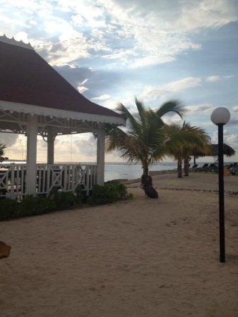 Luxury Bahia Principe Runaway Bay Don Pablo Collection: Beach massage area