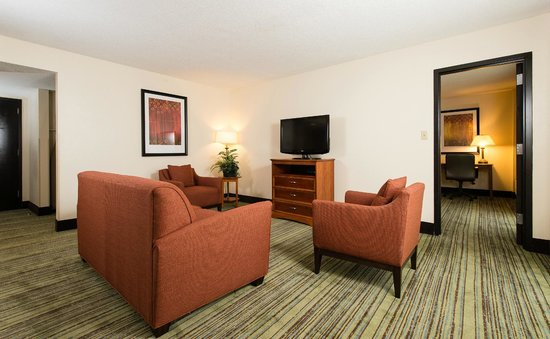 Holiday Inn Wilmington: Living Space