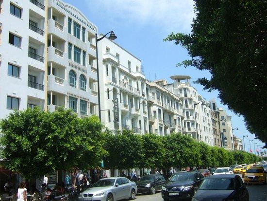 Carlton Hotel Tunis : Hôtel Carlton, vu de l'esplanade. (vue d'ensemble)