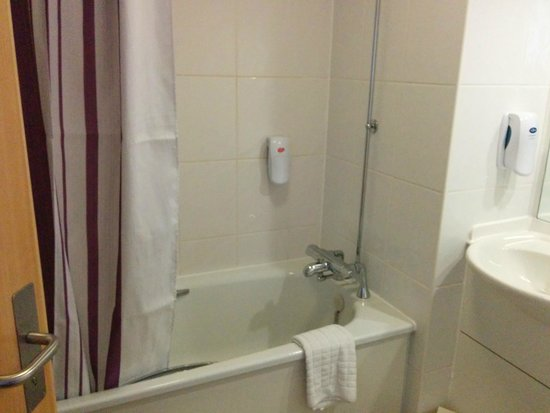 Premier Inn Belfast City Centre (Alfred Street) Hotel: Bathroom