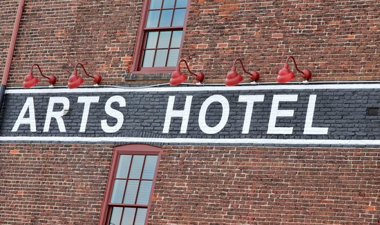 Lancaster Arts Hotel: Front