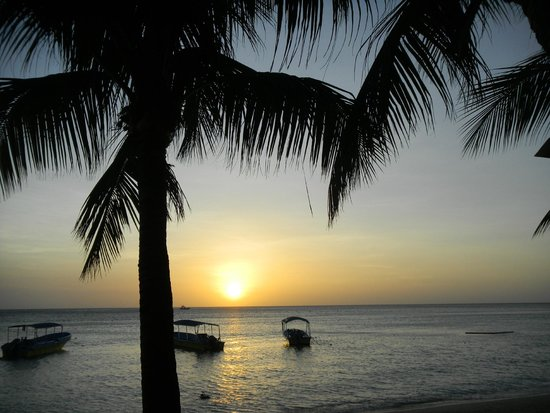 Paradise Beach Hotel : Sun Set West Bay