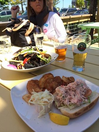 Waterfront Warehouse Restaurant: delucious mussels and lobster roll