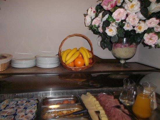 Miramont Hotel: fruits (petit déjeuner)