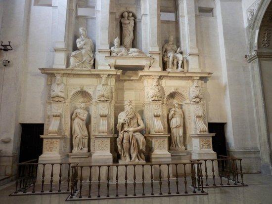 Saint-Pierre-aux-Liens (San Pietro in Vincoli) : moises en iglesia s,êdro en cadenas