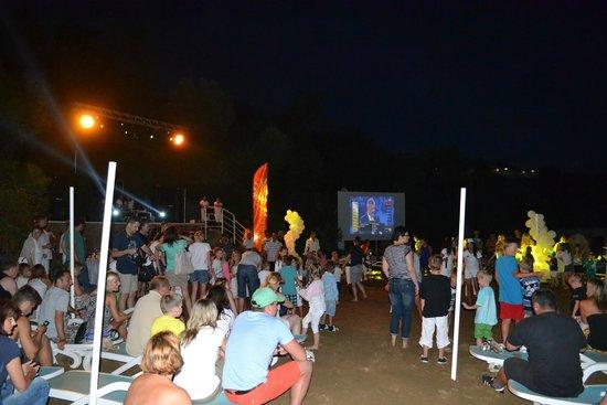 Paloma Club Sultan Ozdere: beach party avec ecran géant pour suivre la coupe du monde