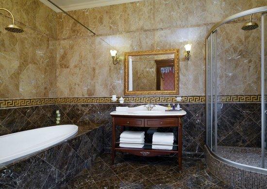Hotel Bristol Odessa: Suite Bathroom