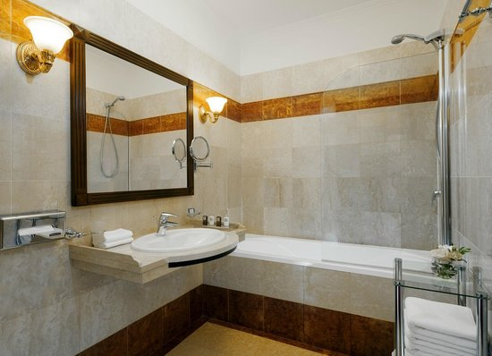 Hotel Bristol Odessa: Deluxe Bathroom