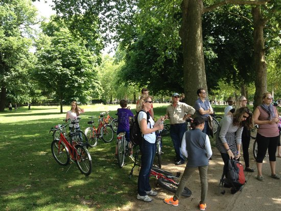 Fat Tire Bike Tours - London: Taking a break in St. James's park