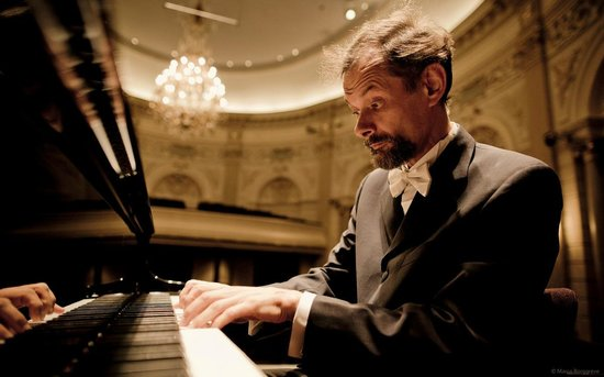 Famous soloïsts like Enrico Pace perform in The Concertgebouw