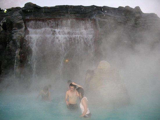 Hakone Kowakien Yunessun : Горячий водопад