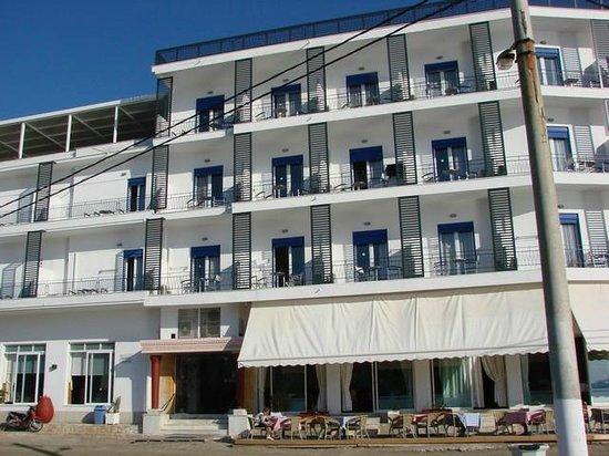 Hotel Minoa: Façade donnant sur la plage