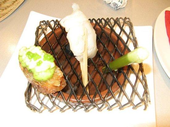 Bar zeruko: Cod with bread and liquid salad
