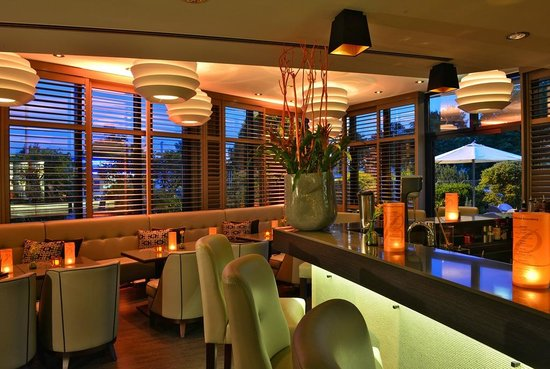 "Best Western Premier Parkhotel Kronsberg: Hotelbar ""TaBARluga"""