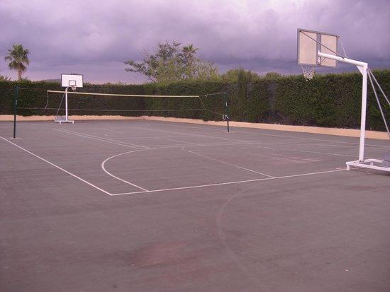 Insotel Cala Mandia Resort & Spa : Volleyball/BasketBall court