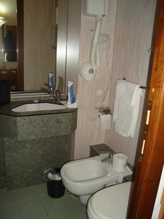 Hotel Nella : salle d'eau chbre economique