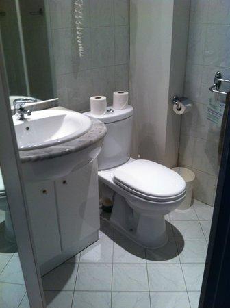 Hotel de la Porte Doree : WC
