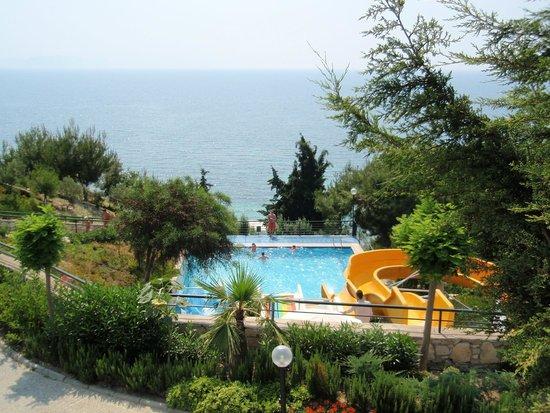 Sealight Resort Hotel: basen widok od strony hotelu