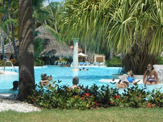 Meliá Caribe Tropical : Vue de la piscine et du bar