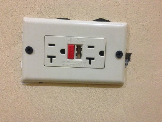 The Wexford Hotel: Broken electrical plug
