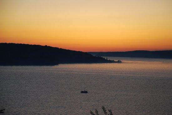 Holiday Inn Express Munising -  Lakeview : sunrise from balcony