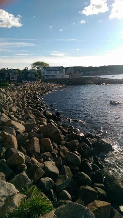 Bearskin Neck Motor Lodge : View from Room
