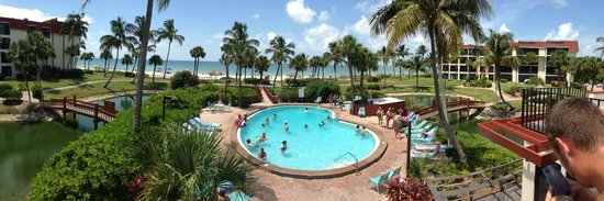 Pointe Santo de Sanibel: View of the pool and beach from atop the sun deck