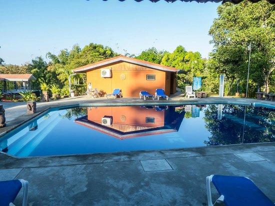 Pacific Paradise Resort: piscina