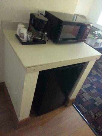 Comfort Suites: Coffee Maker, Microwave, Mini Refrigerator